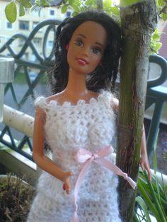 Weis/Rosa gehäkeltes Kleid