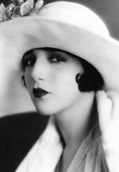 Beautiful silent film star Bebe Daniels 1920s. Description from pinterest.com. I searched for this on bing.com/images