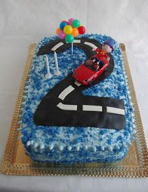 Este bolo é constituído por três camadas, sendo que duas são a mesma massa do Bolo de Moça (ver receita) e uma camada de bolo de choco...
