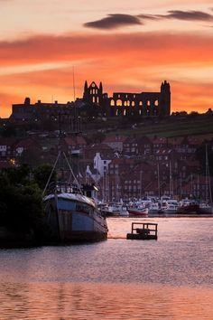 Whitby Abbey at sunset Robin Hoods Bay, Whitby Abbey, Seaside Towns, North Yorkshire, Beautiful Sunset, Nice View, San Francisco Skyline, New York Skyline, Cathedral