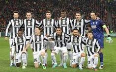 Juventus, non calano le vendite del merchandising Il marketing è ormai uno dei settori di introito più importante delle società calcistiche: per alcune anche più degli abbonamenti allo stadio. E' anche per questo che la linea di abbigliamento della  #juventus #calcio #merchandising #magliette