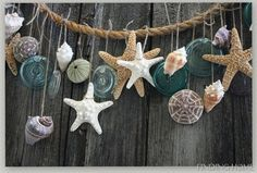 Summer Decorating – Beach Garland You don't need a beach house to bring in coastal decor - decorate your home with this simple summer garland.You don't need a beach house to bring in coastal decor - decorate your home with this simple summer garland. Seashell Crafts, Beach Crafts, Seashell Garland, Rope Crafts, Seashell Projects, Diy Crafts, Deco Marine, Beach Room, Beach Bathrooms