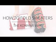 The KonMari Method is professional organizer Marie Kondo's minimalism-inspired approach to decluttering your house and finding items that spark joy. This method is showcased in her Netflix show, 'Tidying Up with Marie Kondo. How To Fold Sweaters, How To Fold Hoodies, Fold Shirts, Marie Kondo Konmari, Organiser Son Dressing, Konmari Methode, Organizar Closet, Closet Tour, Closet Redo
