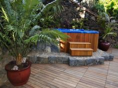 Outdoor Jacuzzi ® & Spa - See more home spa's, bubblebaths, whirlpools & hot tubs at: Jacuzzis.nl or Fonteynspas.com ♥ #Fonteynspas #jacuzzi