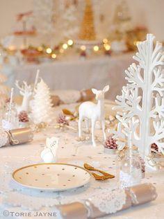 Une table de Noël féerique blanche et or