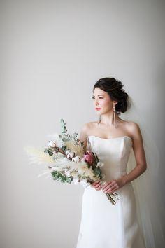 Boquet, Flower Bouquet Wedding, Hotel Flowers, Hotel Wedding, Wedding Hairstyles, Wedding Photos, Strapless Dress, Wedding Photography, Romantic