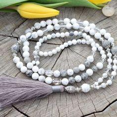 ~POROZUMĚNÍ~ Modlitební korále mála z howlitu a křišťálu 108 korálků Tassel Necklace, Tassels, Jewelry, Hinduism, Jewellery Making, Jewerly, Jewelery, Jewels, Jewlery