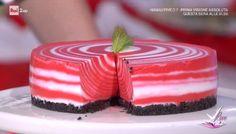 """""""Detto Fatto"""": la ricetta della red velvet cheesecake zebrata di Francesco Saccomandi del 12 marzo 2018. Una torta senza cottura."""