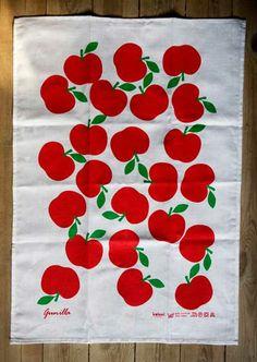 Day 116 - KOLONI - Kökshandduk Gunilla röda äpplen, Lotta Kühlhorn