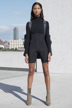 Yeezy Spring 2017 Ready-to-Wear Fashion Show - Ariela Soares - New York Fashion Week Spring Summer 2017 - Bxy Frey Fashion Week Paris, New York Fashion, Runway Fashion, Trendy Fashion, High Fashion, Fashion Spring, Street Fashion, Yeezy Season 4, Kanye Yeezy