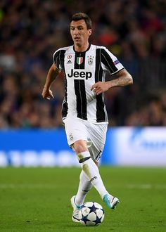 Mario Mandzukic of Juventus controls the ball during the UEFA Champions League Quarter Final second leg match between FC Barcelona and Juventus at Camp Nou on April 19, 2017 in Barcelona, Catalonia.