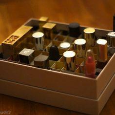 Glossybox Inlet DIY Box-Abteilungen - Beautybox (Glossbox, Douglas Box of Beauty, Beautesse Beauty Box), Upcycling, Lippenstift, Lipstick, Lip Crayon, Labello  http://viennafashionwaltz.wordpress.com/2013/08/26/diy-box-abteilungen/