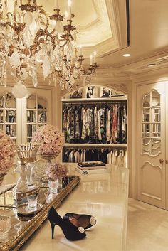 Explore the best of luxury closet design in a selection curated by Boca do Lobo to inspire interior designers looking to finish their projects. Discover unique walk-in closet setups by the best furniture makers out there Master Closet, Closet Bedroom, Master Suite, Closet Space, Huge Closet, Master Bedroom, Dream Closets, Dream Rooms, Girls Dream Closet