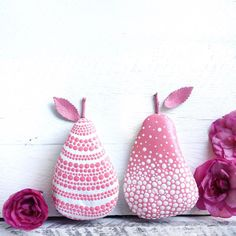 If you need a pretty pink pair of pears in your life, you're in luck then as I have just listed this pink pair of pear rocks in store! Now try and say that 10 times really fast Pebble Painting, Dot Painting, Pebble Art, Stone Painting, Stone Crafts, Rock Crafts, Arts And Crafts, Pierre Decorative, Rock And Pebbles