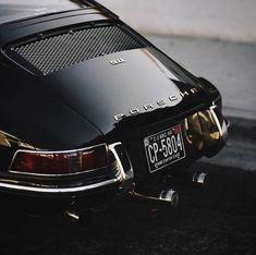 'Black Beauty' - Classic Porsche 911 - Rear End Porsche Classic, Bmw Classic Cars, Classic Motors, Carros Porsche, Porsche Autos, Porsche Carrera, Porsche Panamera, Autos Bmw, Porsche Singer