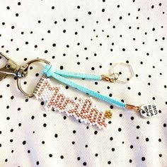 Bijou de sac ou porte-clés ! Une collection en cours de fabrication...! #jenfiledesperlesetjassume #createurfrancais #bijoux #miyukibeads #miyuki #miyukiaddict #bijoudesac #porteclé