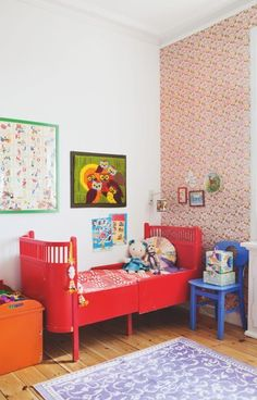 Tiny Little Pads - Interiors for Kids: Scandinavian Retro Kids Room Inspiration. Red Kids Rooms, Little Girl Rooms, Mini Cama, Deco Retro, Red Bedding, Kids Decor, Home Decor, Kid Spaces, Boy Room