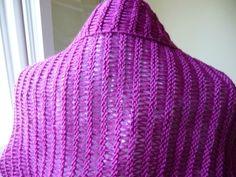 Ce modèle de boléro transformable en tour de cou - La Malle aux Mille Mailles Knitted Hats, Knitting, Tour, Poncho, Points, Accessories, Fashion, Shawl, Tuto Tricot
