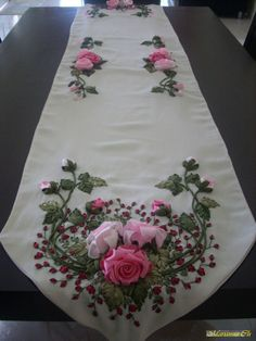 Love the pretty ribbonwork flowers on this runner! Ribbon Embroidery Tutorial, Embroidery Patterns Free, Silk Ribbon Embroidery, Embroidery Stitches, Embroidery Designs, Ribbon Art, Diy Ribbon, Ribbon Crafts, Silk Flowers