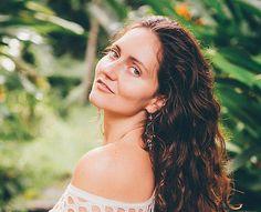 https://sofiasundari.wixsite.com/sofiasundari/single-post/2017/08/18/Tantra-Teacher-Bali-Ibiza I am Sofia Sundari, one of the world's renowned tantra teacher who is also a writer, and a facilitator of courses that deal with mystical femininity alongside tantric & Taoist sexuality.