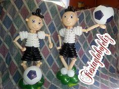 Jugador de fútbol con globos paso a paso