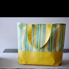The market tote tutorial http://www.bijoulovelydesigns.com/2010/05/market-tote-tutorial.html