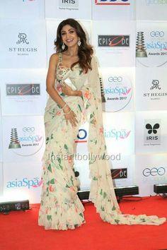 Shilpa shetty kundra in saree. Indian Bollywood Actress, Bollywood Saree, Bollywood Fashion, Indian Blouse, Indian Sarees, Indian Attire, Indian Outfits, Shilpa Shetty Saree, Indian Ladies Dress