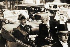 En 1930, el Rey don Alfonso XIII llegó a Cádiz para asistir a la jura de bandera de su hijo el infante don Juan, en la Escuela Naval de San Fernando.