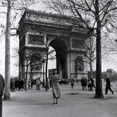 Paris 1947 Paris Pictures, Paris Photos, Vintage Pictures, Old Paris, Vintage Paris, Chez Georges, Triomphe, Paris France, Places To Go