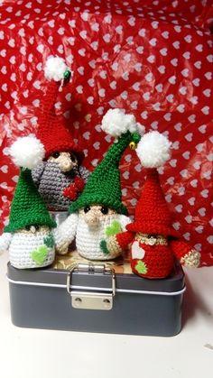 """Versión del """"pequeño Fino"""", de Luz Zbʞʎ Japanese Art, Advent Calendar, Christmas Wreaths, Creatures, Knitting, Holiday Decor, Crochet, Crafts, Home Decor"""