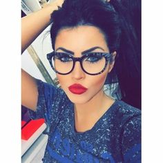 Megan Fox look like Claudia Cute Glasses, Girls With Glasses, Big Glasses Frames, Womens Glasses Frames, Glasses Shop, Glasses Online, Makeup Tips, Beauty Makeup, Eye Makeup