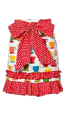 This lovely half apron has extra long waist ties that can be wrapped around you waist and tied at the front to create a pretty bow detail. Why not create that flirty Pin Up look with lucious red lipstick to match your apron!