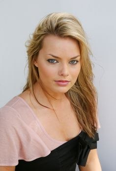 Hot Female Celebrities from movie television music modeling and sport HQ photos gifs and videos fan site and forum with celebrity news and lots Margot Robbie Focus, Margo Robbie, Hottest Female Celebrities, Celebs, Famous Women, Best Actress, Woman Crush, Actress Photos, Beautiful Actresses