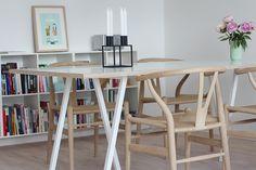 Spisebord fra Trævarefabrikernes udsalg! simpel dagbog: Boligglimt fra femte sal