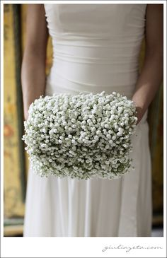 #wedding in #Venice - #gypsophila #muff #bouquet | #matrimonio a #Venezia - #bouquet #manicotto #gipsofila copyright GIULIA ZETA WEDDING  LIFESTYLE PHOTOGRAPHY Milano Venezia Amalfi Parigi
