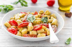 Gnocchi pesto e pomodorini Ricotta, Gnocchi Pesto, Pasta Salad, Ethnic Recipes, Food, Recipes, Crab Pasta Salad, Essen, Meals