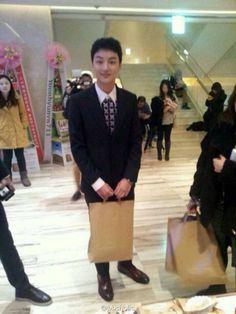 awesome 131204 Yoon Si Yoon at Prime Minister and I Press Conference