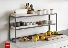 Frame er et nyt, multifunktionelt opbevaringssystem, som kan hænges på væggen, stå frit på køkkenøen eller bruges til at udnytte pladsen mellem køkkenbord og overskabe. Frame-systemet kommer med enkeltramme eller dobbeltramme.