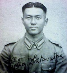 """Le """"Hauptmann"""" Wicha Thitawat (1917-1977), volontaire thaïlandais de la Wehrmacht Son nom est parfois écrit """" Vicha Dhitavad """". Il a réussi à atteindre le grade de Hauptmann comme funker (opérateur radio)"""