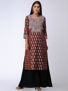 Maroon Bagh Printed Paneled Cotton Kurta Latest Kurti Design KOLLYWOOD ACTRESS AKSHARA HAASAN PHOTO GALLERY  | 4.BP.BLOGSPOT.COM  #EDUCRATSWEB 2020-07-28 4.bp.blogspot.com https://4.bp.blogspot.com/-vnCI4Dcbt0s/W-avNLvcjNI/AAAAAAAARIs/ac1nDrHedkwEssjM7UND20_xpKnlQXvtgCLcBGAs/s400/actress-akshara-haasan-latest-photos-31.jpg