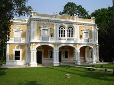 Photo by Héctor Martínez Colonial Exterior, Spanish Style Homes, Outdoor Living, Scenery, Photo And Video, Mansions, Villa, House Styles, Victorian Houses