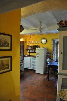 La cucina Table, Furniture, Home Decor, Rural House, Nice Asses, Homemade Home Decor, Mesas, Home Furnishings, Desk