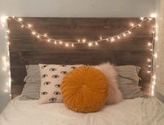 This affordable DIY reclaimed wood headboard tutorial is simple enough for anyone to do! It literally took 30 minutes to throw together. Diy Bed Headboard, Dorm Room Headboards, Dorm Bedding, Headboard Ideas, Headboard Lights, Diy Wooden Headboard, Diy Storage Headboard, Bedding Sets, Diy Dorm Decor