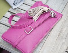 minibag in pink with tassel Big Bags, Small Handbags, Clutch, Elegant, Jeans Fit, Hermes Kelly, Mini Bag, All In One, Tassel
