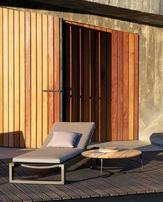 Manutti // This lounger breathes a warm and classic ambience that aligns with any rustic environment - Fuse Collection Outdoor Furniture Design, Cool Furniture, Garden Furniture, Furniture Ideas, Latest Furniture Designs, Outdoor Loungers, Wooden Terrace, Lounge Chair Design, Outdoor Coffee Tables