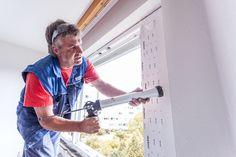 Acrylsilikon wird im Innenbereich zum verschließen der Fuge eingebracht - dahinter befindet sich die Rundschnur!   #ÖNORM #Fenstermontage #B5320