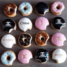 Beats eating donuts from Greggs! These delicious designer delicacies are worth that extra hour at the gym. Delicious Donuts, Yummy Food, Photo Wall Collage, Aesthetic Food, Aesthetic Vintage, Aesthetic Girl, Cute Food, Sweet 16, Iphone Wallpaper