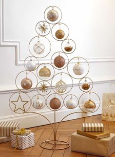 ⟪United Colors of French Christmas von Maisons du Monde⟫ ◾ Фото ◾И◾ … - neujahr dekor Metal Christmas Tree, French Christmas, Christmas Balls, Xmas Tree, Christmas And New Year, Christmas Ornaments, Hanging Ornaments, Scandinavian Christmas, Holiday Tree