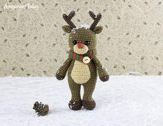 Cuddle Me Reindeer crochet pattern by Amigurumi Today