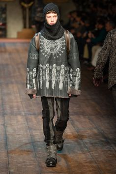 FUR | Dolce &Gabbana Fall 2014 collection. Dolce & Gabbana used fur on the sleeve part. Overall, Dolce & Gabbaba's fall 2014 collection theme is a middle ages king and knight. Fur matches with this theme because fur has luxury and elegance.